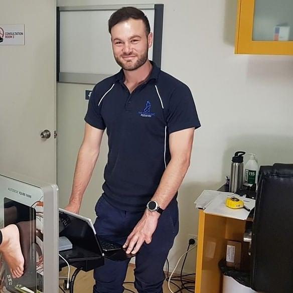 podiatrist Chris doing a 3d scan for custom foot orthotics
